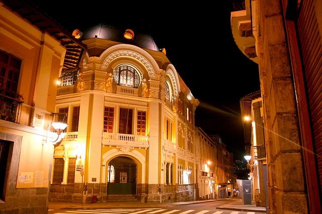 Koloniale Altstadt in Quito bei Nacht