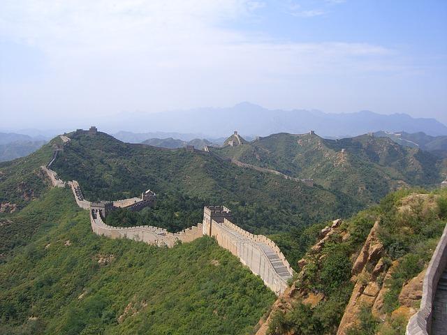 Chinesische Mauer in Peking Transmongolische Eisenbahn Fahrt